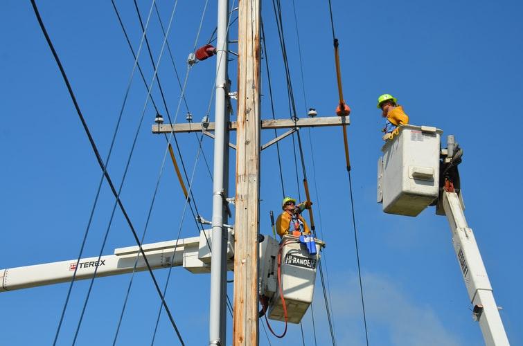 Административно-технический персонал по электробезопасности: чем занимается